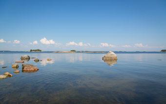 Merenrantaa Sipoon saaristossa.