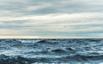 Meren aallokko.