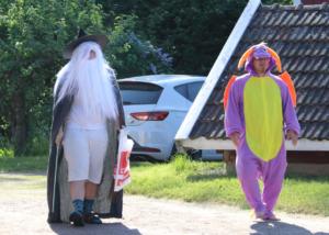Aamutuokion aikana leirillemme saapui kaksi uutta hahmoa: Excalibur-velho ja Urpå-lohikäärme.